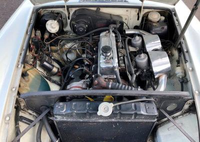 1975 MG B vue moteur