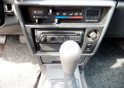 1988 Toyota 2000 détail console avant