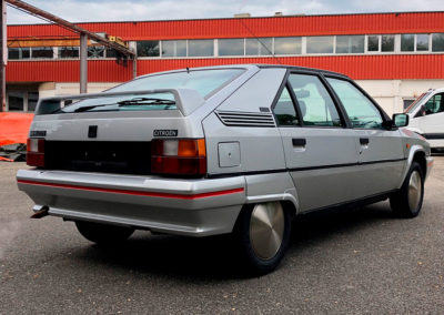 1989 Citroen BX 19 GTI vue trois quarts arrière côté droit