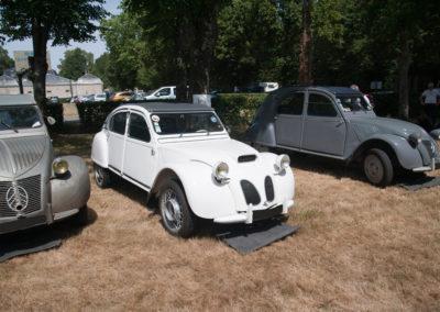Citroën 2CV qui s'est fait refaire le nez