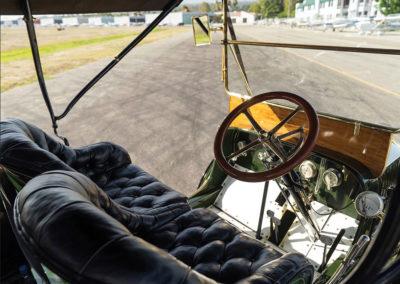 1908 Stanley Model M Five-Passenger Touring bonne visibilite malgré la barre en travers du pare-brise - Hershey Auction.