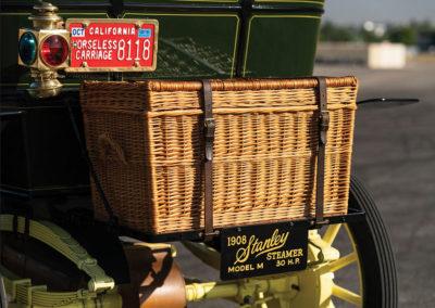 1908 Stanley Model M Five-Passenger Touring le charme de l'osier pour la malle arrière - Hershey Auction.