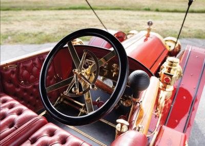 1912 Locomobile Model 48 M Five-Passenger Torpedo position de conduite typique des années 1900 - Hershey Auction.