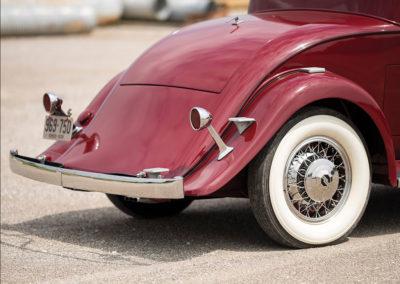 1931 Marmon Sixteen Coupe by LeBaron détail de la poupe plongeante - Hershey Auction.
