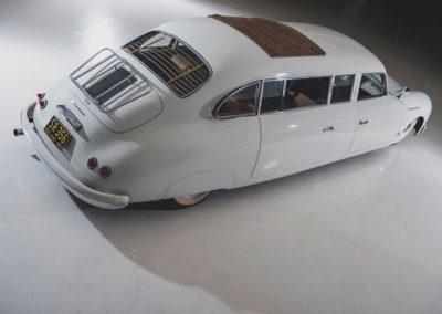 1953 Porsche 356 Limousine Custom vue trois quarts arrière droit et toit ouvrant en toile - Taj Ma Garaj.