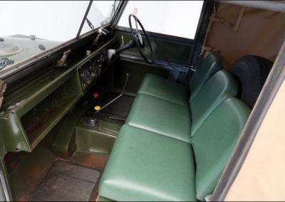 1958 Land-Rover 88-inch Series I short wheelbase intérieur.