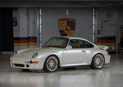 1997 Porsche 911 Turbo Coupe vue trois quarts avant gauche - Taj Ma Garaj.