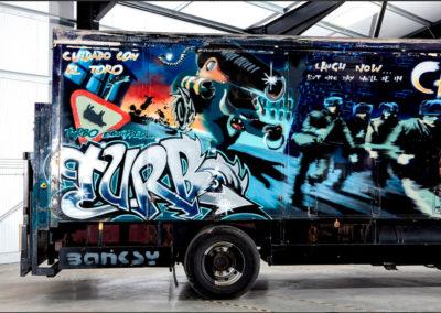 Banksy Volvo Truck Cuidado Con Il Toro.