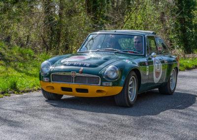 MG B GT sur le parcours entre le circuit de Folembray et le Polo Club de Chantilly.