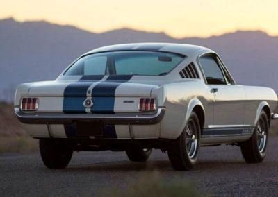 1965 Shelby GT 350 elle flambe dans les ventes aux enchères.