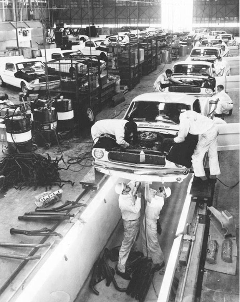 1965 Shelby GT 350ligne de production à l'aéroport de Los Angeles.