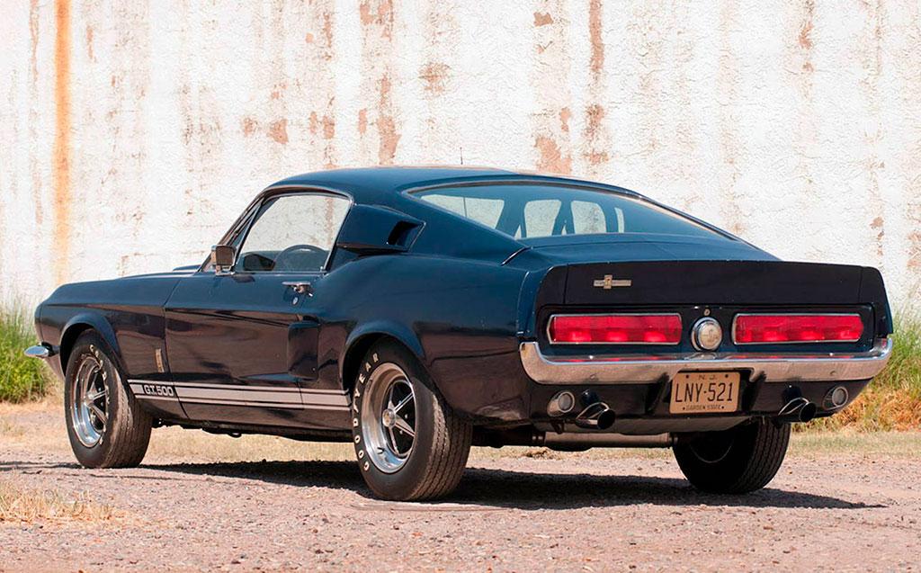 1967 Shelby GT 500 un look d'enfer et un V8 qui crache des flammes.