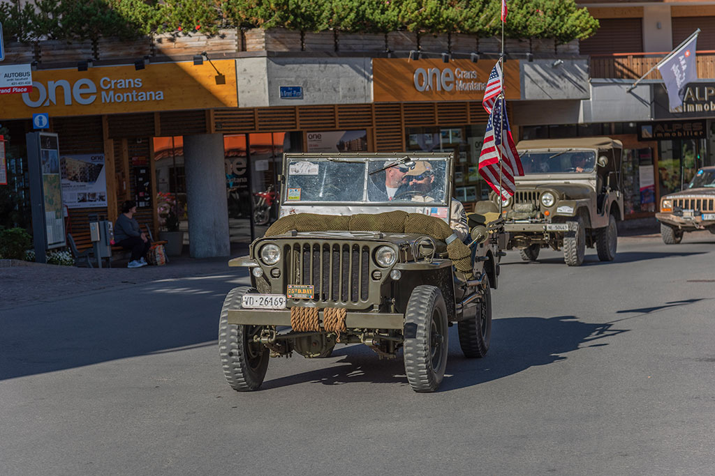 La Parade, le drapeau est là pour rappeler qu'elle est américaine.