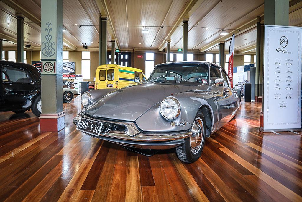 Motorclassica Melbourne 2019 - 100 ans de Citröen - 1961 Citroën ID 19 Sedan.