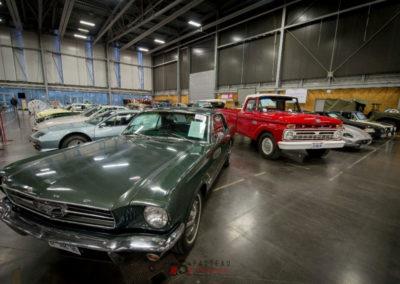 Quelques américaines comme cette Mustang et ce pickup Chevrolet.