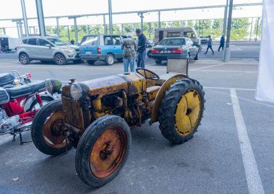 Vieux tracteur à restaurer