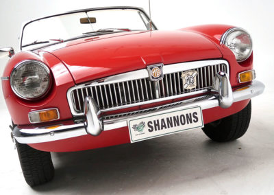1963 MGB Mk1 Series 1 Roadster vue face avant estimation AUD 16,000-20,000.