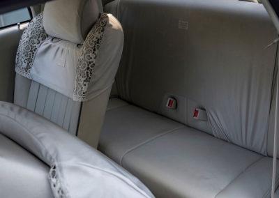 1991 Nissan Figaro les places arrière sont symboliques.