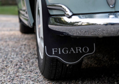 1991 Nissan Figaro même les bavettes portent le sigle Figaro.