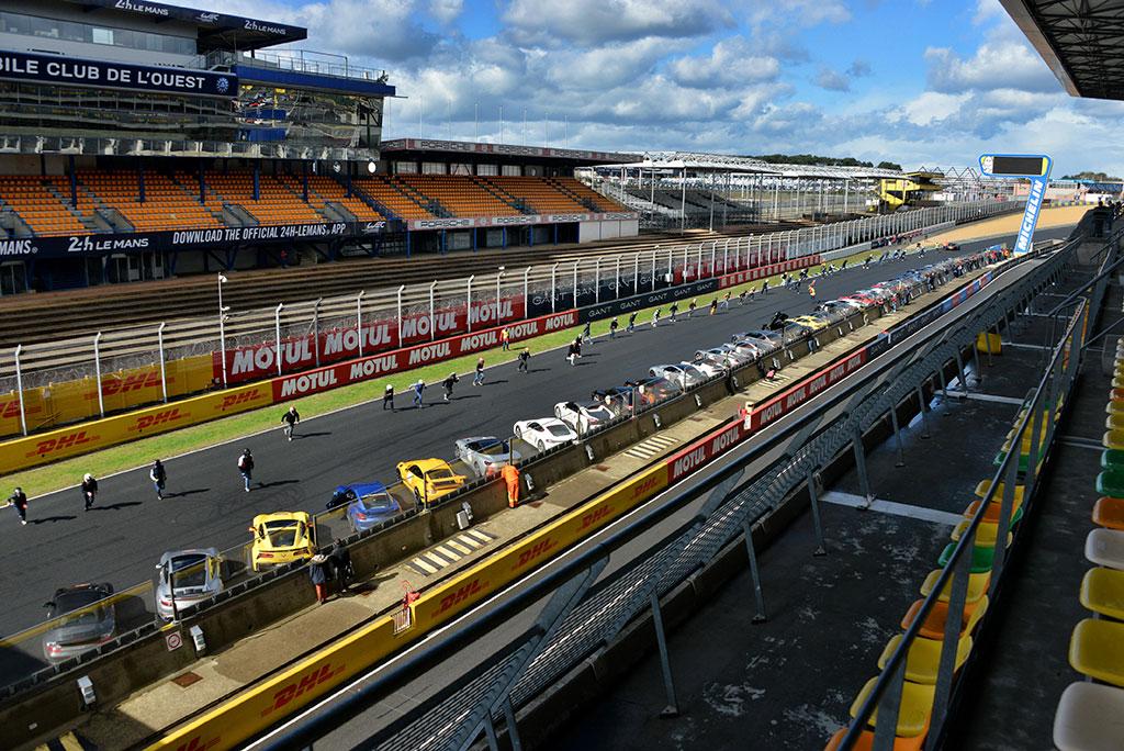 Départ style Le Mans pour le Rallye de Paris.