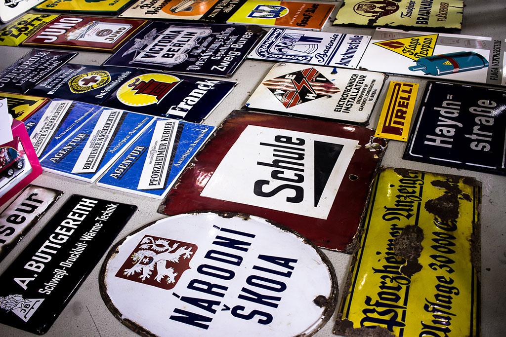 Grand choix de plaques émaillées à VETERAMA