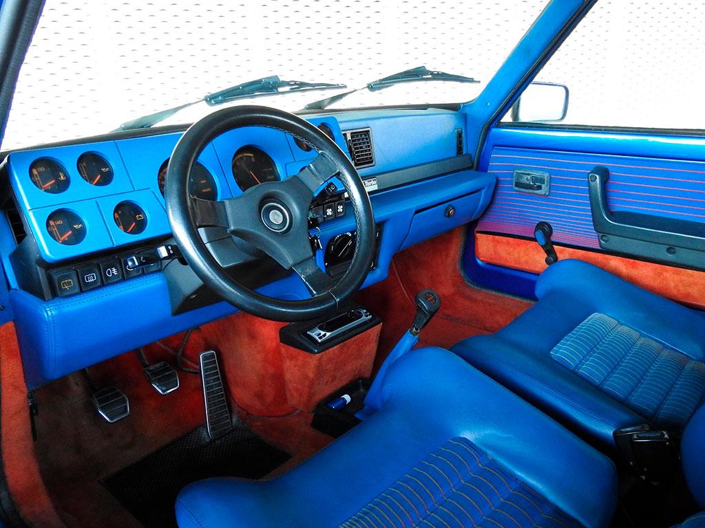 Renault 5 Turbo, version 1981-82, intérieur signé Bertone à Avignon Motor Festival.