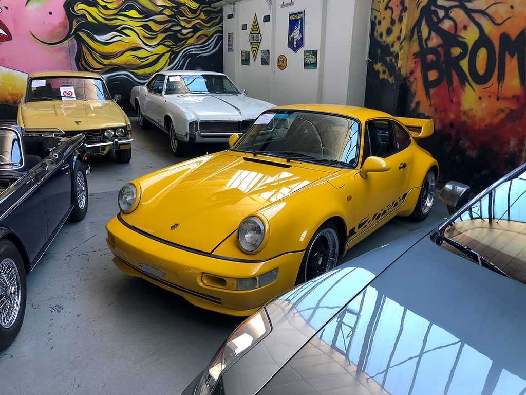 1984 Porsche 911 Carrera 3.8 recréation à la Galerie Toffen en Suisse.