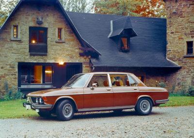1976 BMW 3.3 LIA en concurrence avec la Mercedes-Benz 450 SEL 6.9.