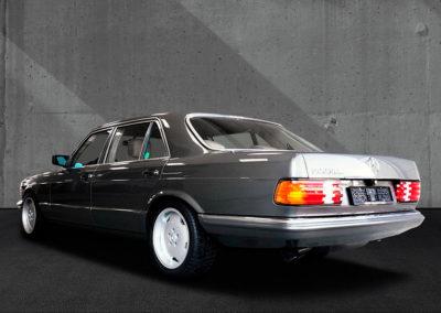 1985 Mercedes-Benz 500 SEL en comparaison avec la 560 SEL.