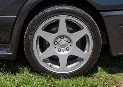 2.5-16 EVO II pneu en 245-40 sur jante de 17 pouces.