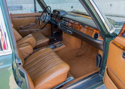 Mercedes-Benz 300 SEL 6.3 W109 - L'accès aux places avant est aisé.