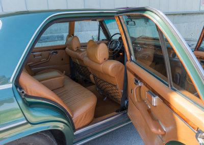 Mercedes-Benz 300 SEL 6.3 W109 - L'accès aux places arrière est facilité grâce aux portes arrière plus longues.