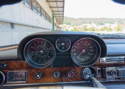 Mercedes-Benz 300 SEL 6.3 W109 - compteurs tableau de bord parfaitement lisibles.