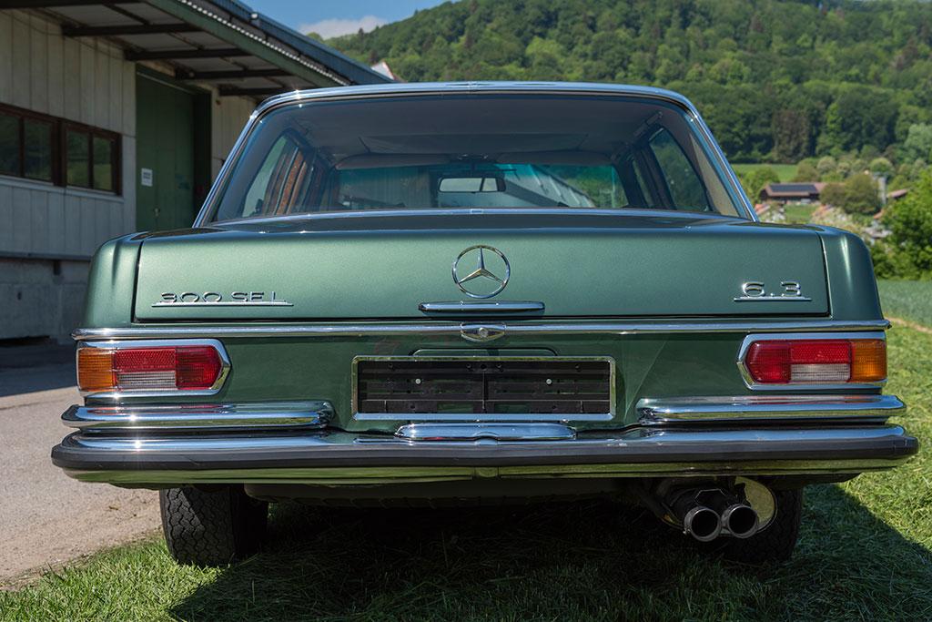 Mercedes-Benz 300 SEL 6.3 W109 - sigles extérieurs de puissance.