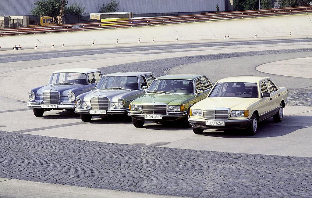 Mercedes-Benz 300 SEL 6.3 W109 en compagnie la W112, à gauche et les W116 et W126 - vue avant.