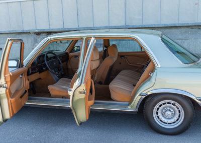 Mercedes-Benz 450 SEL 6.9 - Accès facile grâce à une grande ouverture des portes.