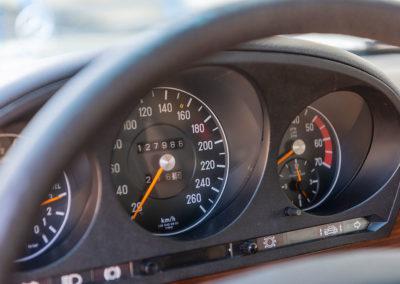 Mercedes-Benz 450 SEL 6.9 - Le tachymètre spécifique à la 6.9 jusqu'à 260 km/h.