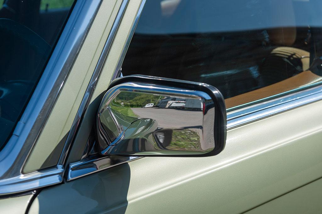 Mercedes-Benz 450 SEL 6.9 - Rétroviseur chromé d'époque non électrique.
