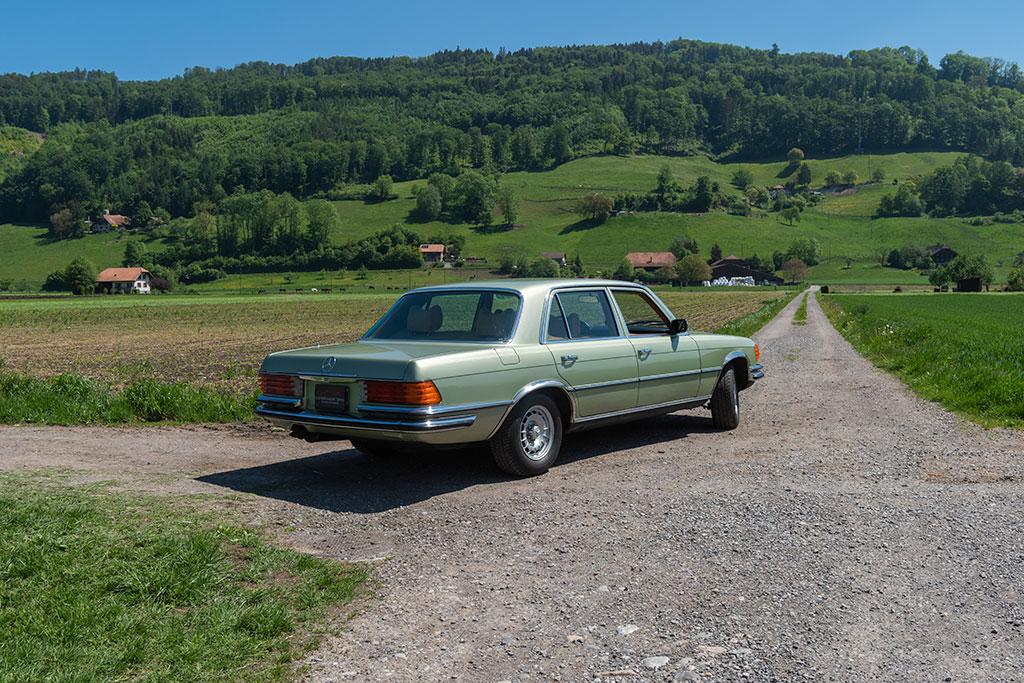 Mercedes-Benz 450 SEL 6.9 - Vue trois quarts arrière droit.