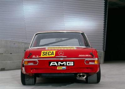 AMG Rote Sau 1971 AMG 300 SEL 6.8, enormes pneumatiques pour le train arriere.