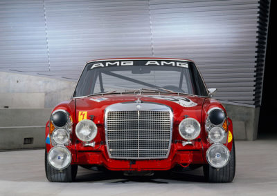 AMG Rote Sau 1971 AMG 300 SEL 6.8, des phares d'appoint comme en rallye.