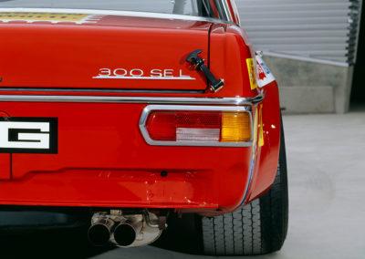 Rote Sau 1971 AMG 300 SEL 6.8, sur la Street Version le 300 SEL est a gauche.