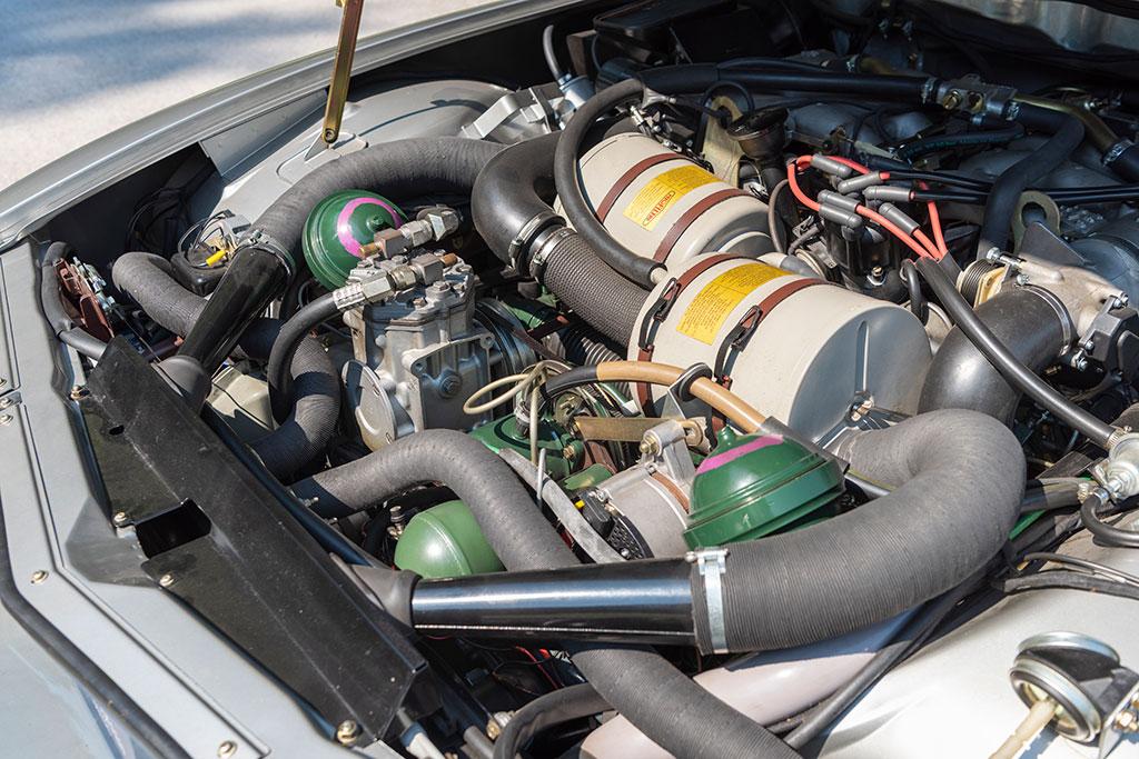 1974 Citroën SM, le V6 Maserati est caché par les accessoires Citroën.