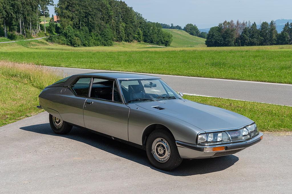 1974 Citroën SM, sa ligne parfaite, hors du temps, ne laisse pas indifférent.