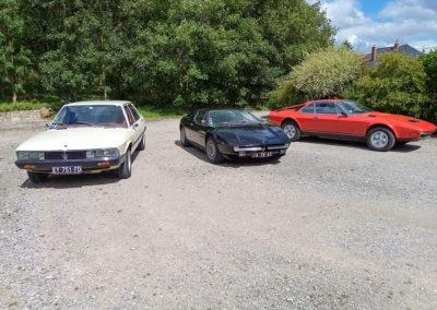 Triptyque de Maserati, de gauche à droite : 1975 Quattroporte II - 13 exemplaires - 1975 Merak - 1972 Merak par Frua. Moteur 3 litres à carburateurs.