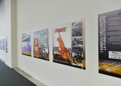 2020 de nombreuses photographies, affiches et vidéos sont présentées lors de l'exposition sur le Lingotto.