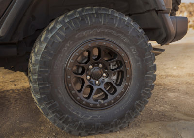 2021 Jeep® Wrangler Rubicon 392 - jantes 17x7.5 et pneus en 33 pouces.