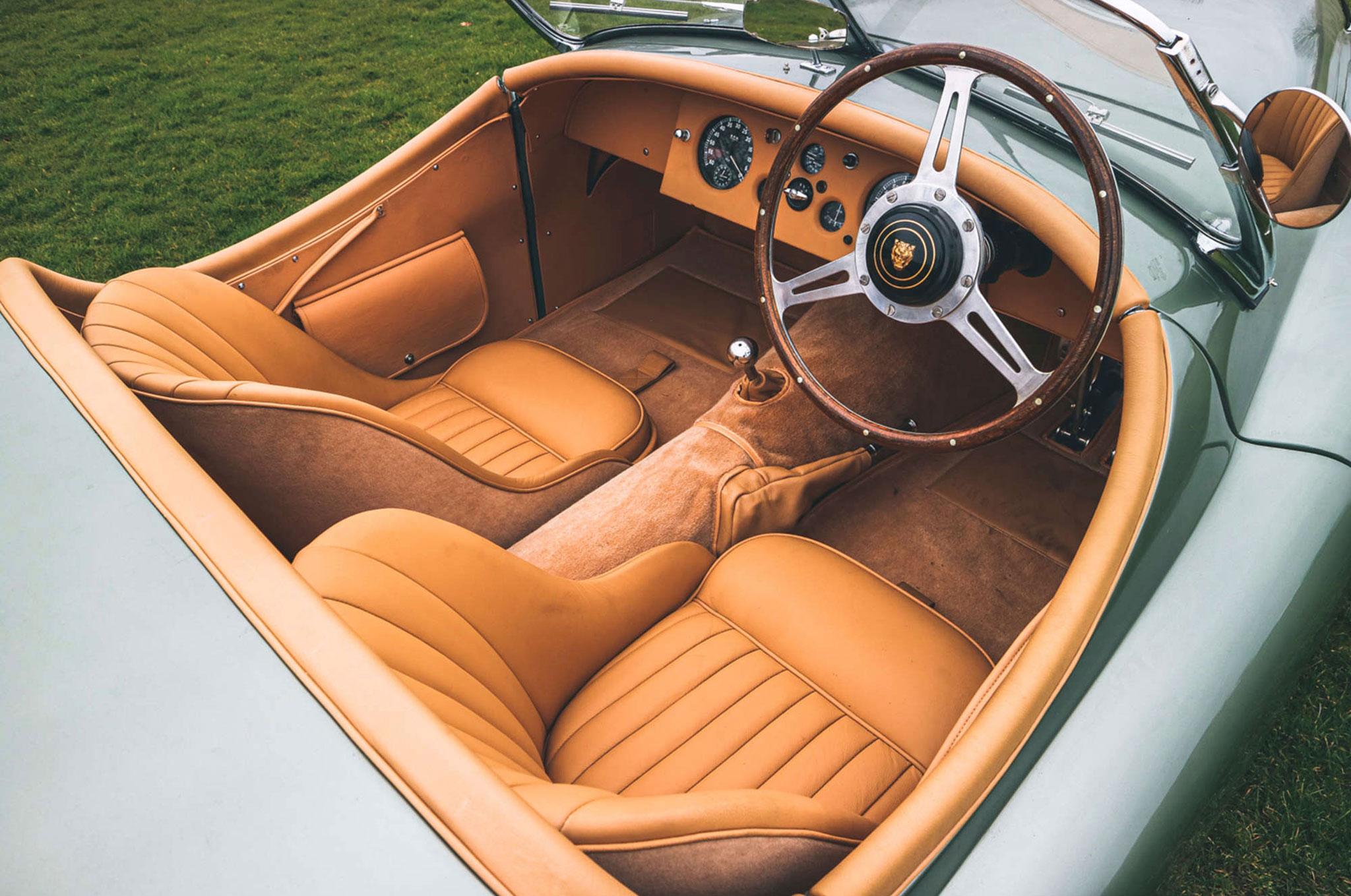 1952 Jaguar XK 120 OTS détail des siège sport cuir biscuit option usine.
