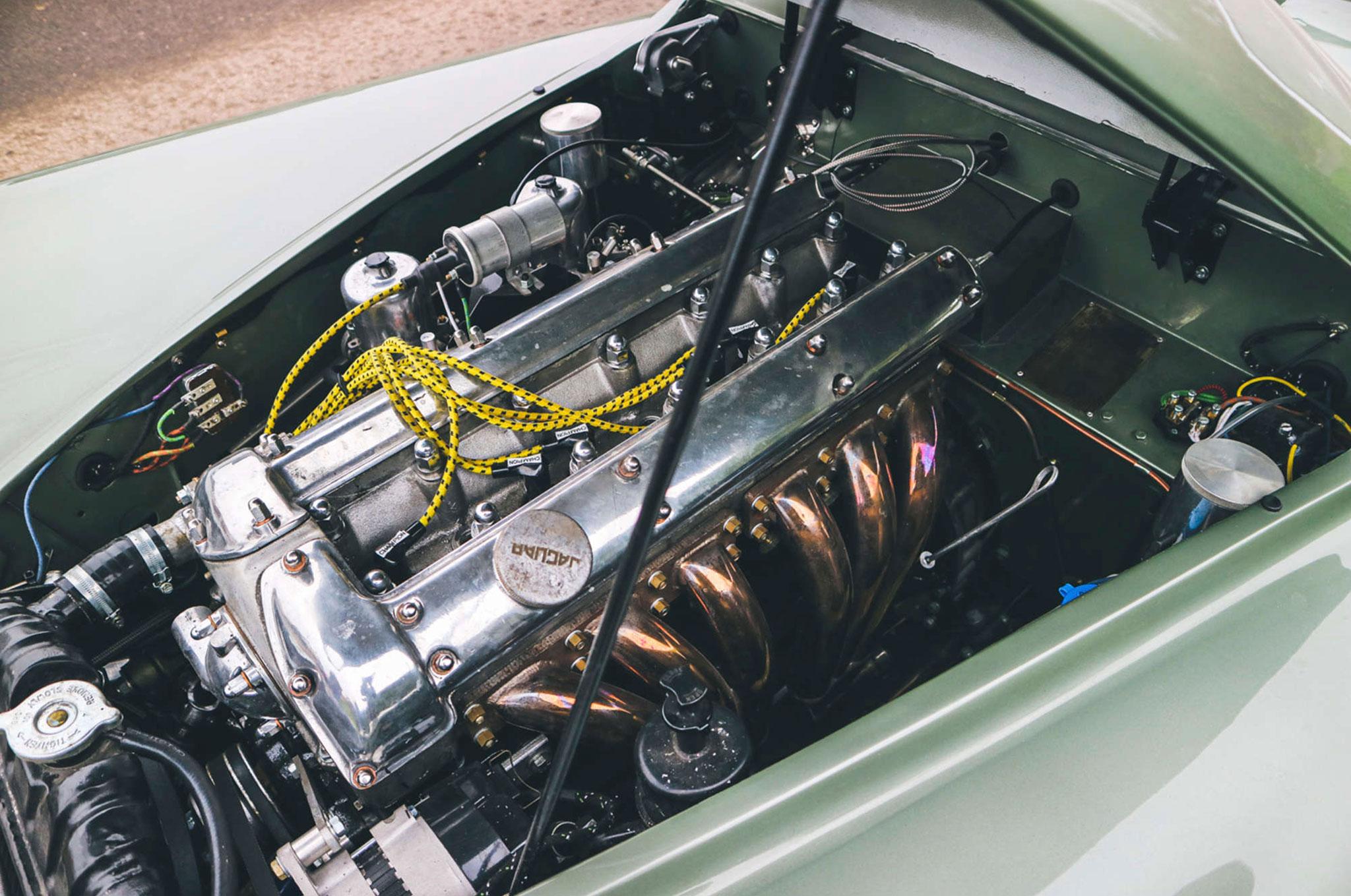 1952 Jaguar XK 120 OTS moteur 3.4-Litre 6 cylindres en ligne 265 chevaux