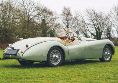 1952 Jaguar XK 120 OTS trois quarts arrière droit.